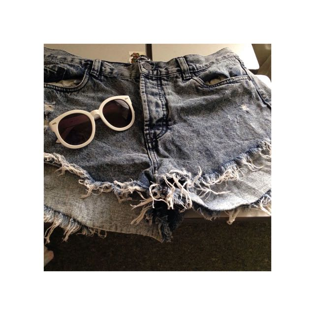 FACTORIE DENIM SHORTS + COTTON ON SUN GLASSES 😍🔥