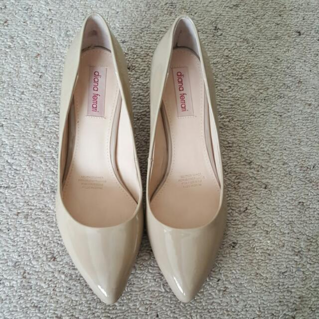 Kimora Fawn pumps by Diana Ferrari