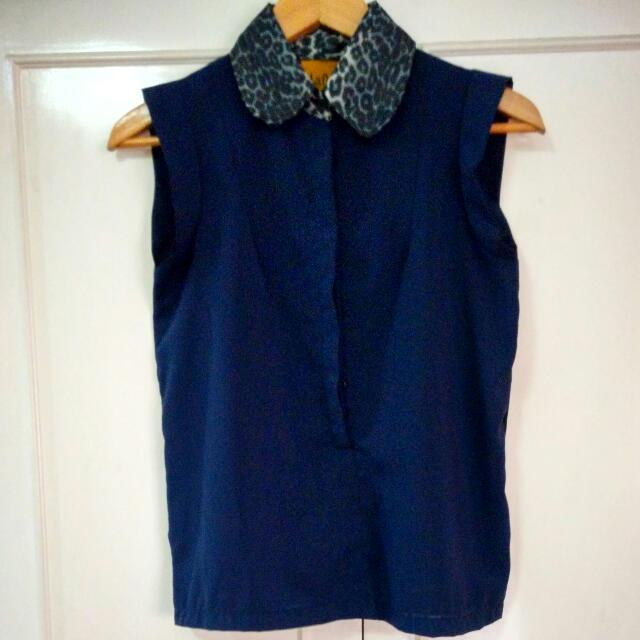 Navy Blue Sleeveless Blouse With Leopard Print Collar