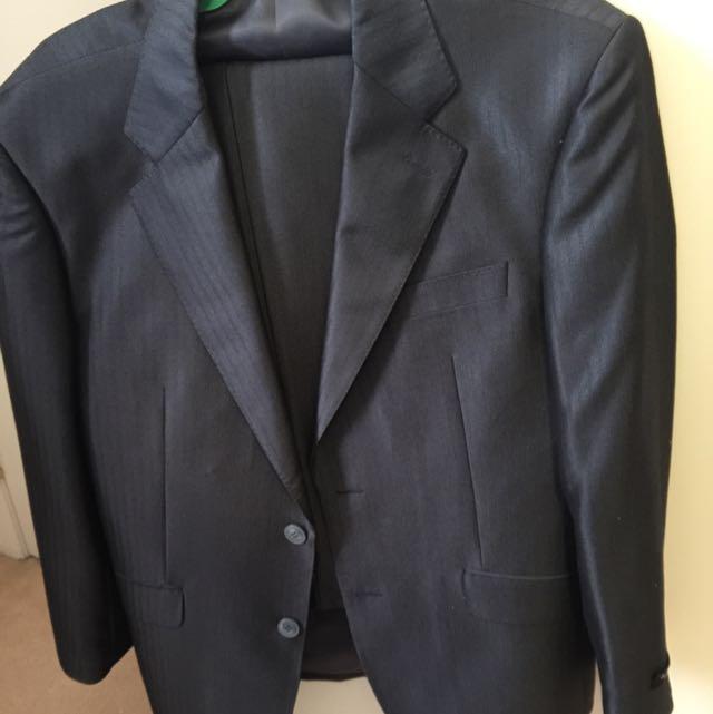 New Suit Size 48 Waist 32