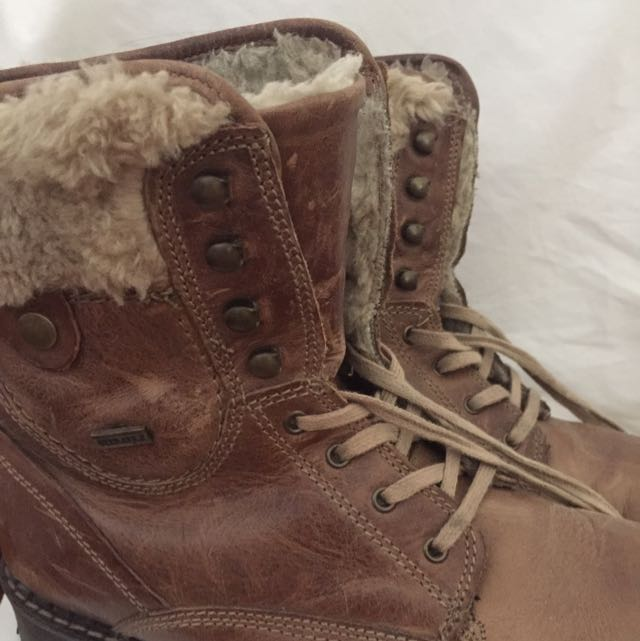 Winter Boots (for Snow/ Below 5 Degrees)