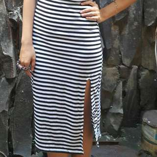 Vneck dress black and white