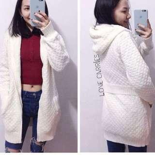 白色內裡鋪毛外套