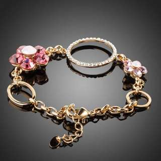 SWA ELEMENTS Austrian Crystal 2pcs Flower and 3pcs Round Charm Bracelet