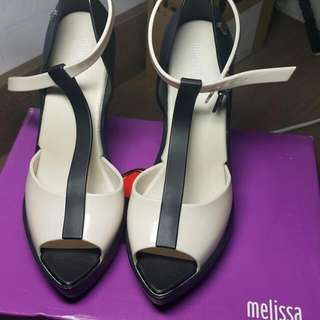 Melissa Bite (Black/Beige) Size 5 Heels