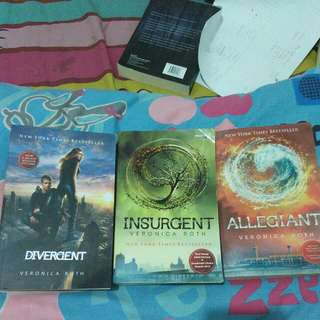 REPRICE!!! Novel Trilogi Divergent