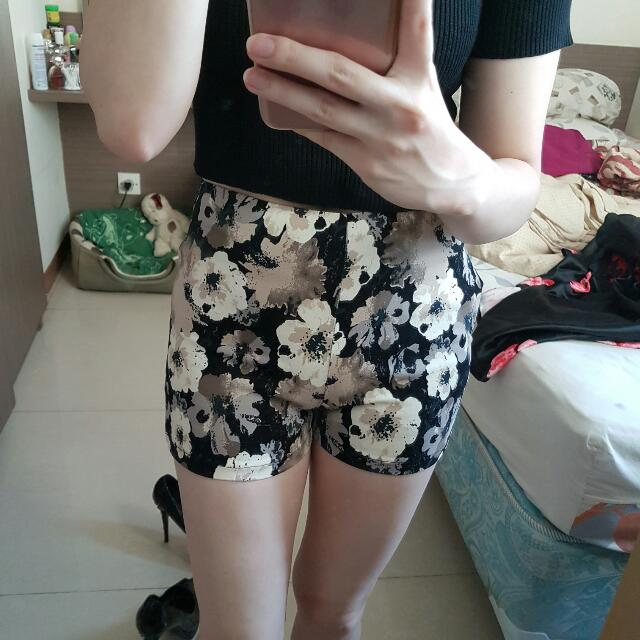 rose drop short pants