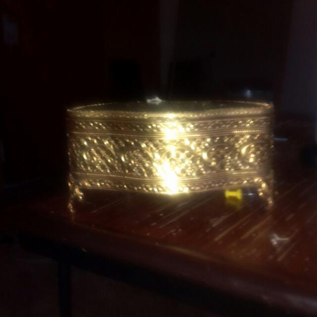 Gold vintage jewelery box