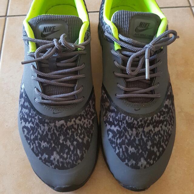 Nike Thea Size 8.5