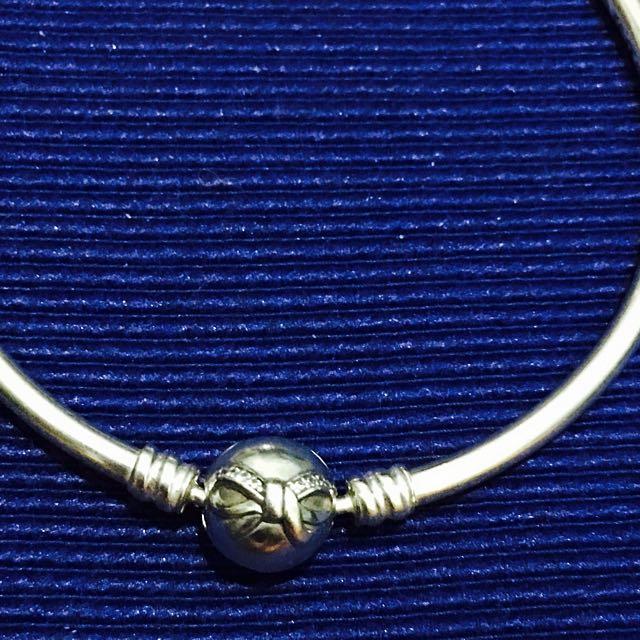 Pandora Dainty Bow Bangle