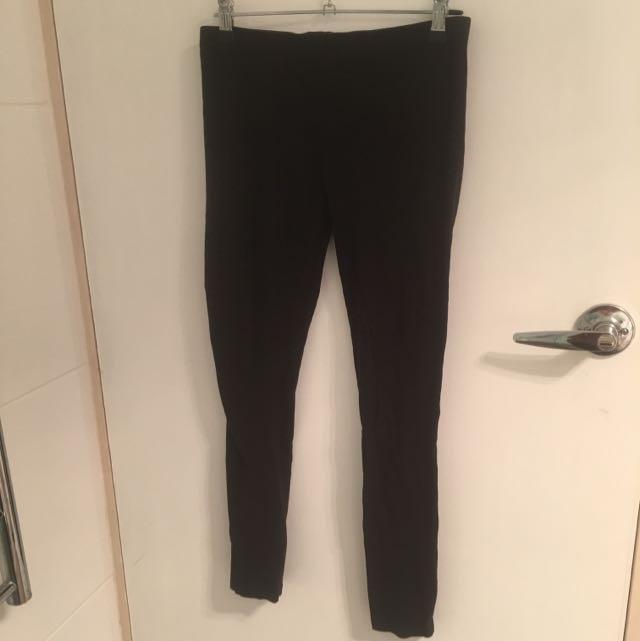 Size M Plain Black Leggings