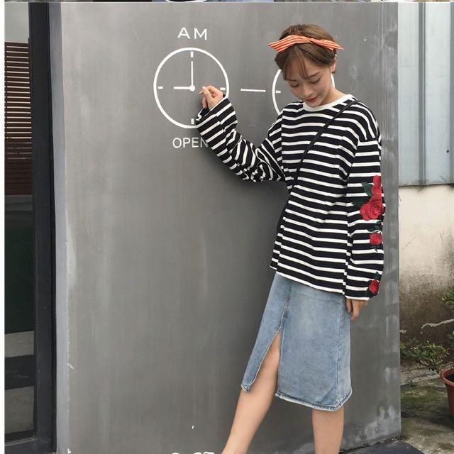 韓版街頭寬鬆休閒黑白條紋造型手袖刺繡大玫瑰套頭大學T 上衣