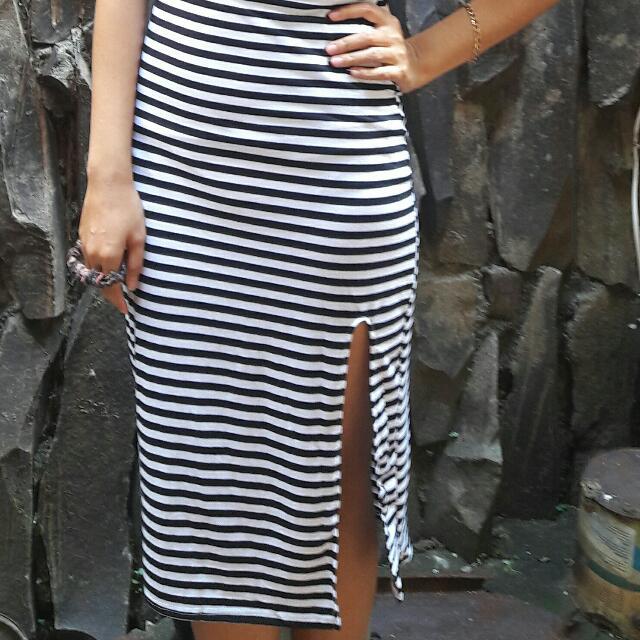 Vneck dress black and white