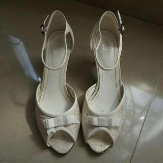 Everbest- White Heels Sandals