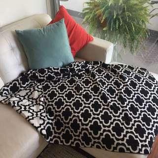 Patterned Throw Rug/ Blanket