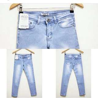 Pull And Bear Ripped Skinny Low Waist