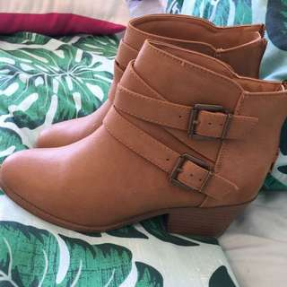 Ladie's Ankle boots