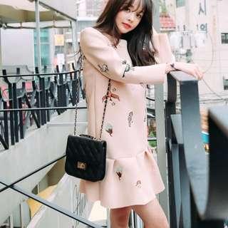 特價款🉐韓國新款高質感刺繡荷葉邊魚尾連身裙女時尚寬鬆太空棉裙子