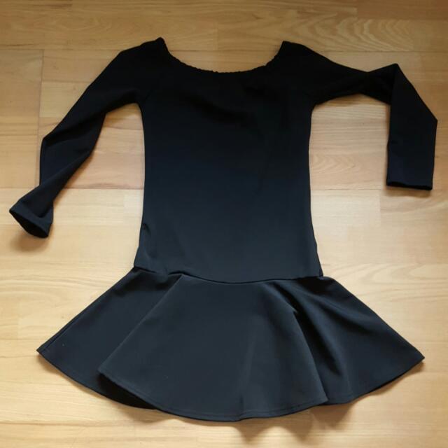 黑色平領荷葉裙襬小洋裝