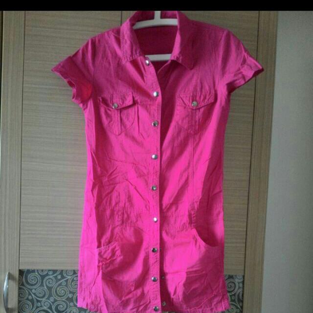 桃紅色連身上衣