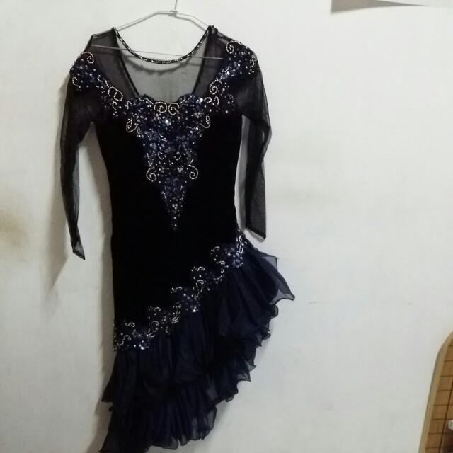 華麗的洋裝,,也很適合跳舞穿哦