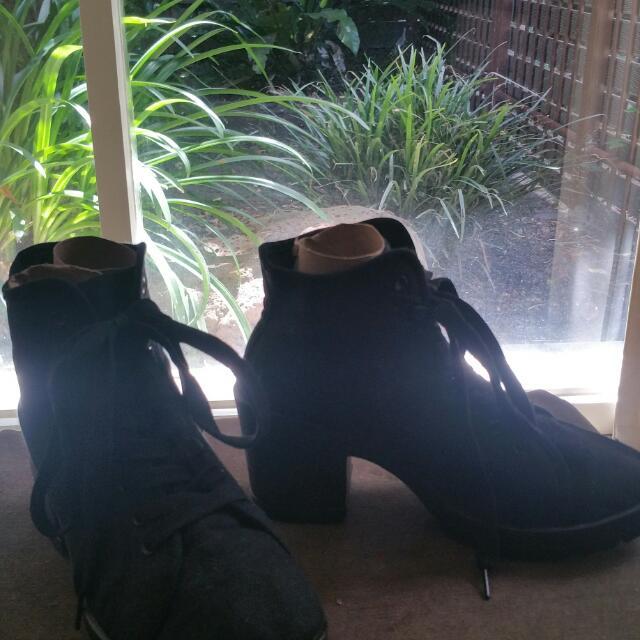 Black Comfy Canvas Boot