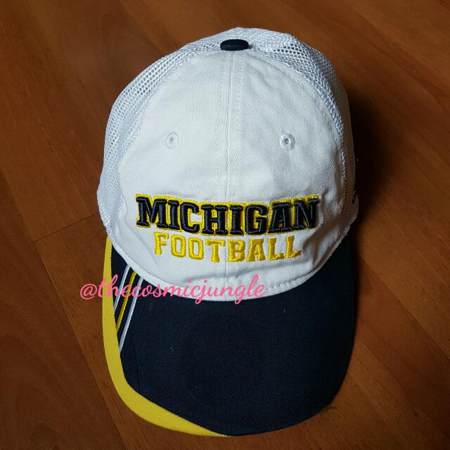 BNWOT AuthenticAdidas Wolverines Michigan Footbal Mesh Trucker Hat