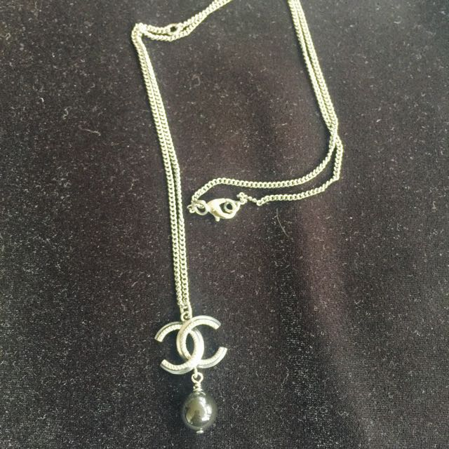 CHANEL Single Pearl Pendent