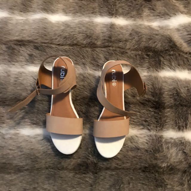Flatforms Beige And White