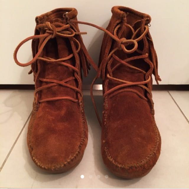 Minnetonka Moccasin Boots Size 10