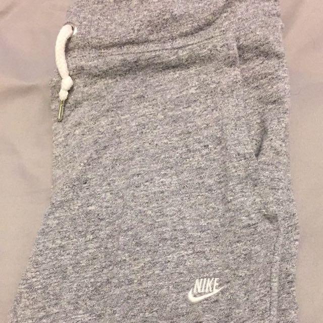 Nike cropped joggers/sweatpants