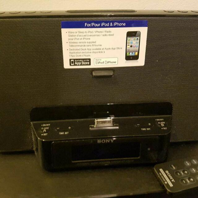 Sony Speaker Dock + free lightening adapter