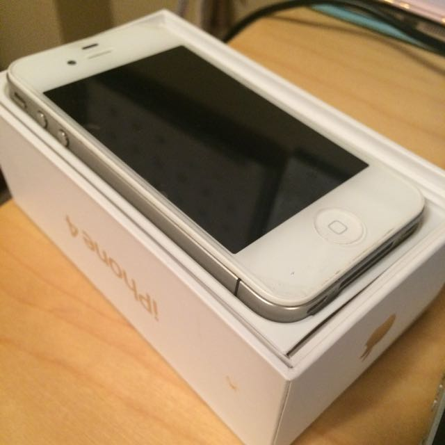 White iPhone 4 - Bell Mobility - 16GB