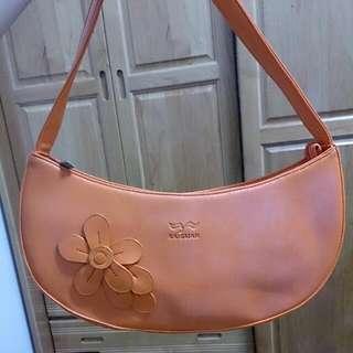 亮橘彎彎花朵肩背手提包