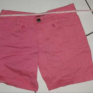 Celana Pendek Kain Pink