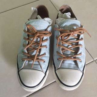 Converse Sneakers Size 38/ 7