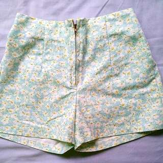 BN-High Waisted Floral Shorts