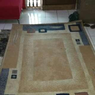 carpet  length 7.6 ft.  width  5.3 ft