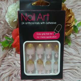 24 Artificial Nails With Adhesive