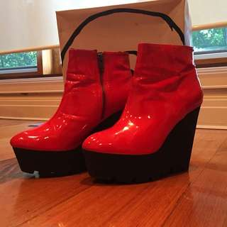 CHEAP MONDAY PATENT PLEATHER RED PLATFORMS WITH BOOT TRED