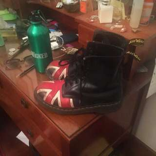 SECOND HAND UNION JACK DOC MARTENS SIZE 7