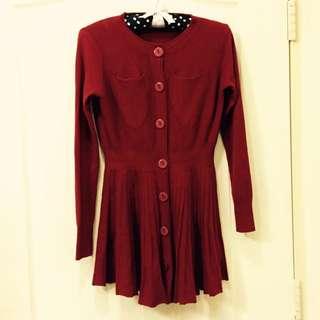 酒紅色圓領長袖百褶裙洋裝