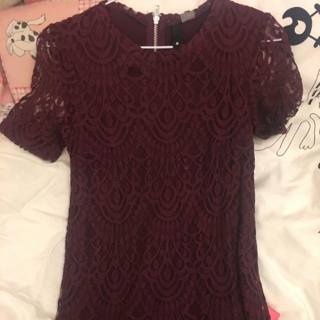 酒紅色蕾絲洋裝