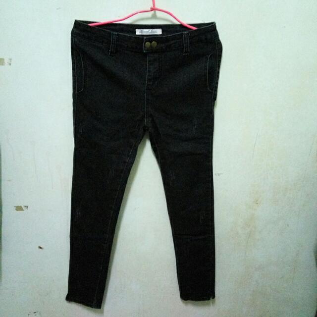 雙釦修身黑色牛仔褲