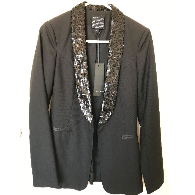 Alice in the Eve Blazer with tags SIZE 8.