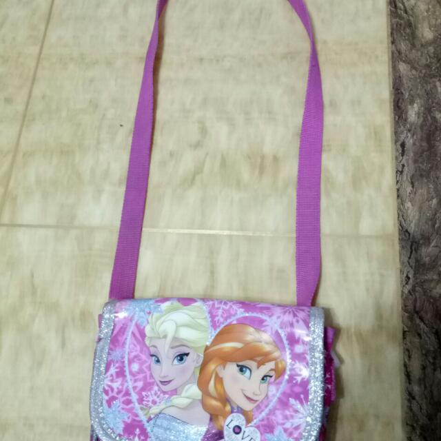 Reserved 💖lucky_dragon 💖Disney Frozen Sling Bag