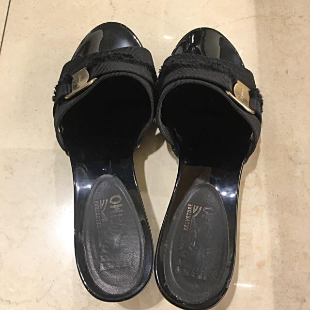 Ferragamo 黑色低粗跟涼鞋