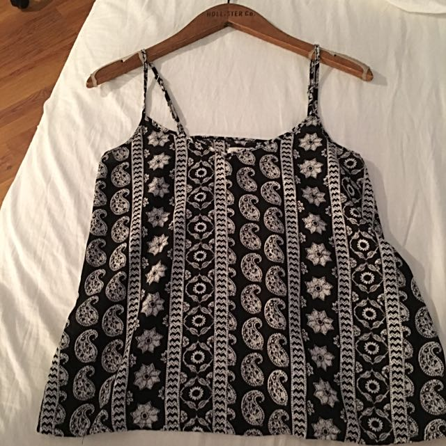 """Hollister """"must have""""  Loose Tank"""