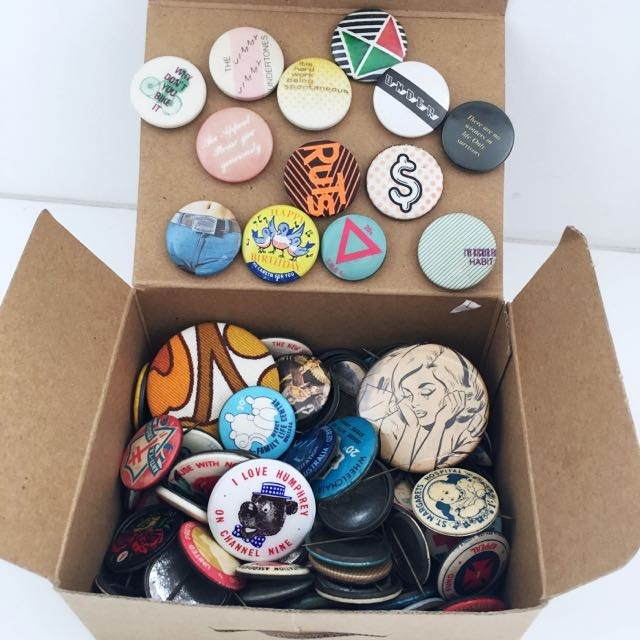 FREE POSTAGE 💌🔁 Lotsss Of Vintage Badges