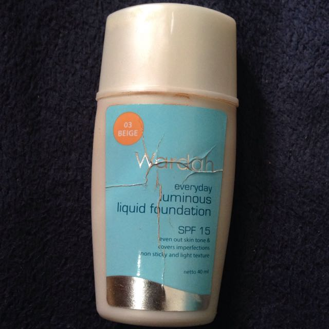 Wardah Uliminous Liquid Foundation